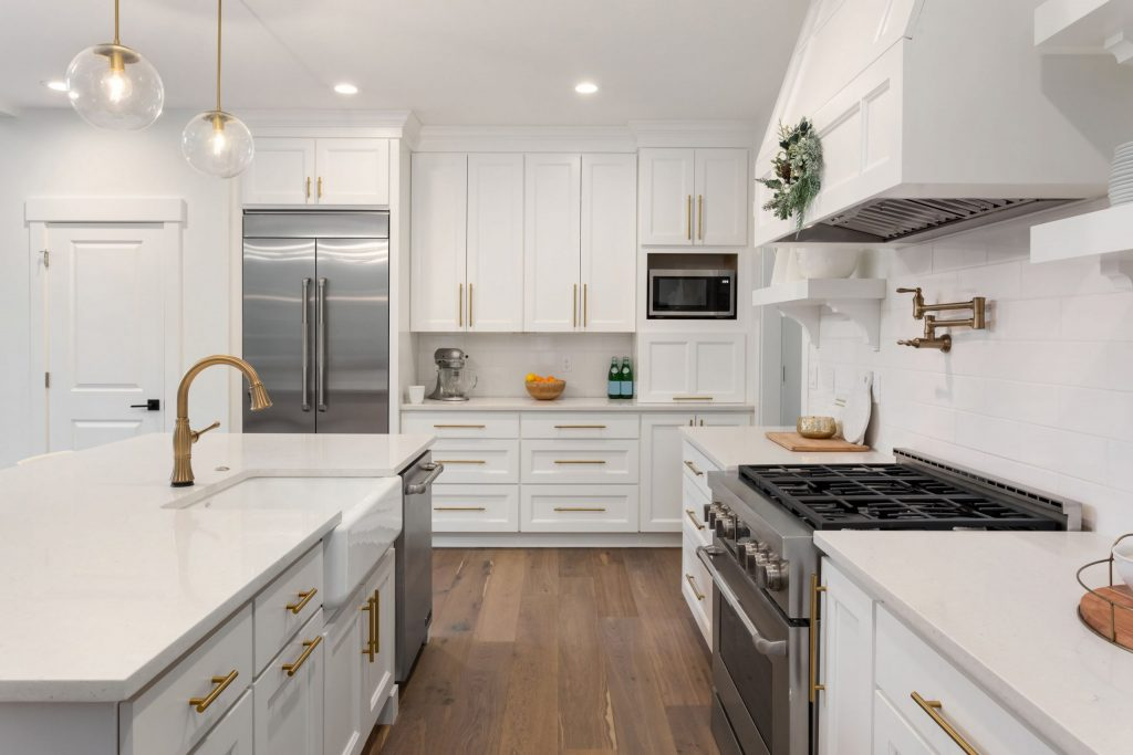 modern kitchen remodeling with crown moulding and ceiling potlights